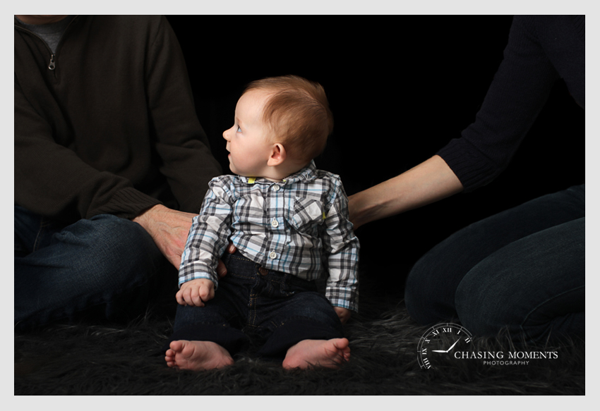 professional photos for 4 month old baby sitting